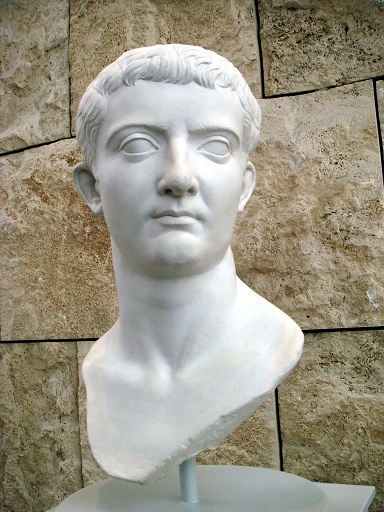 Tiberius-Bust - R
